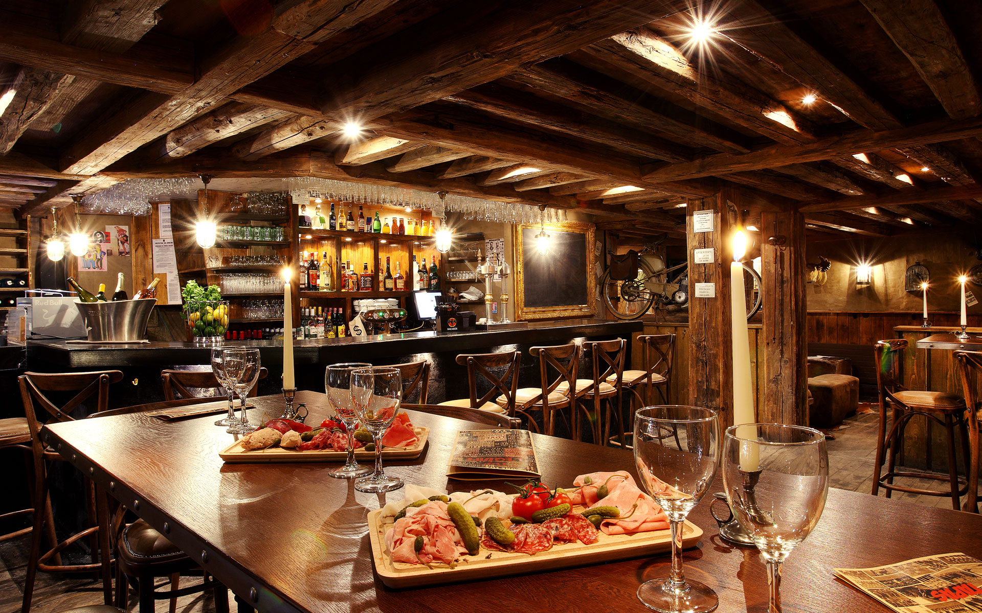 302/Site Maison Tournier/Restaurant/Equipe/equipe_courchevel_restaurant_bar_6.jpg